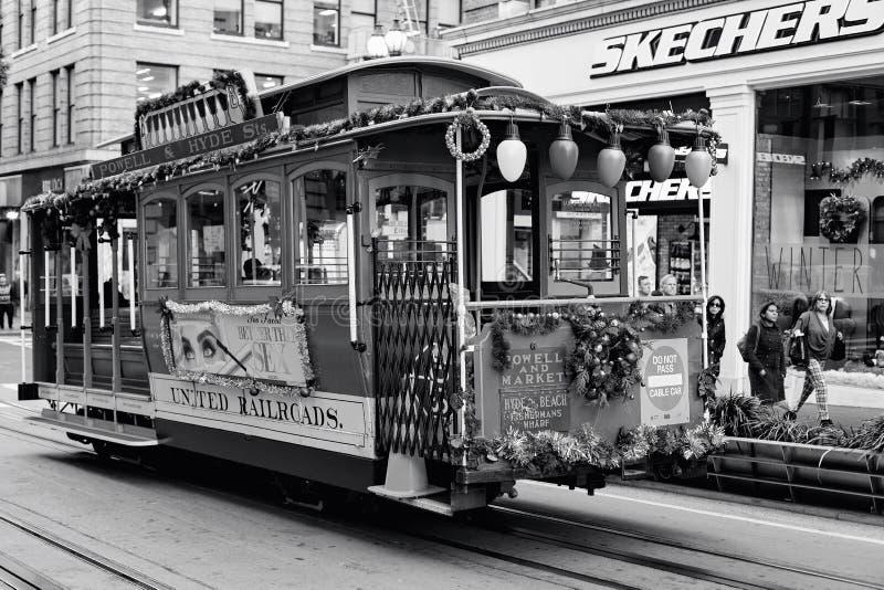 San Francisco, Zlani stany - wagon kolei linowej Tramwajowy Hyde jest sławnym atrakcją turystyczną zdjęcia stock