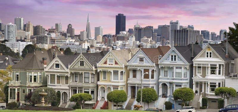 San Franciso horisont och den målade damtoaletten arkivfoto