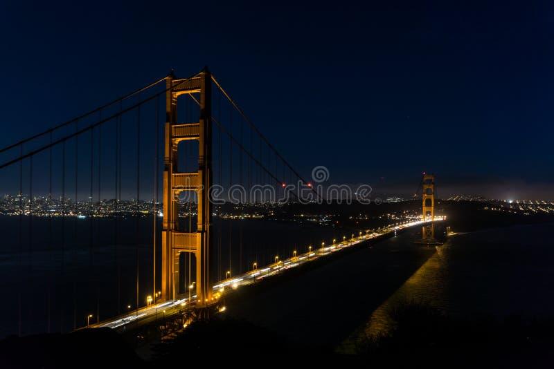 San Fransisco Golden Gate Bridge nocą zdjęcia royalty free