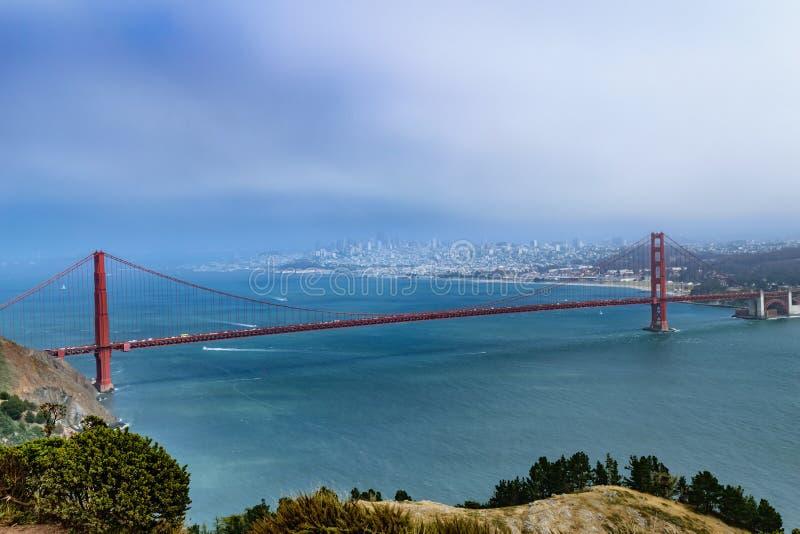San Fransisco linia horyzontu z Golden Gate Bridge obraz royalty free