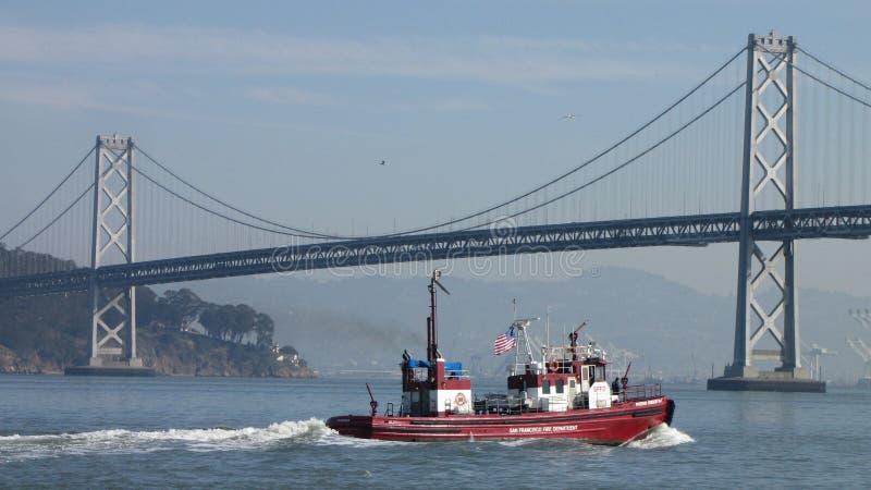 San Fransisco ogień Zgłębiał pożarniczego łódkowatego Oakland zatoki most obrazy royalty free