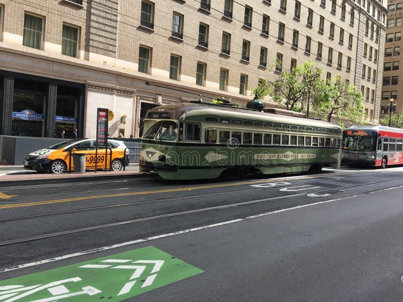 San Fransisco ` s piękny, kolorowy PCC tramwaj, 3 zdjęcie royalty free