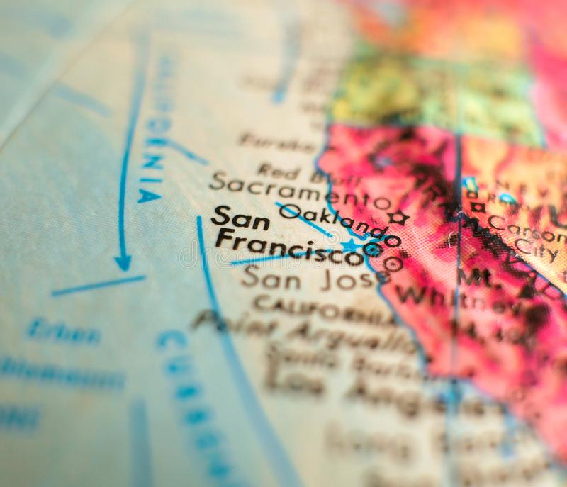 San Fransisco, tiro macro del foco de California los E.E.U.U. en el mapa del globo para los blogs del viaje, los medios sociales, fotos de archivo