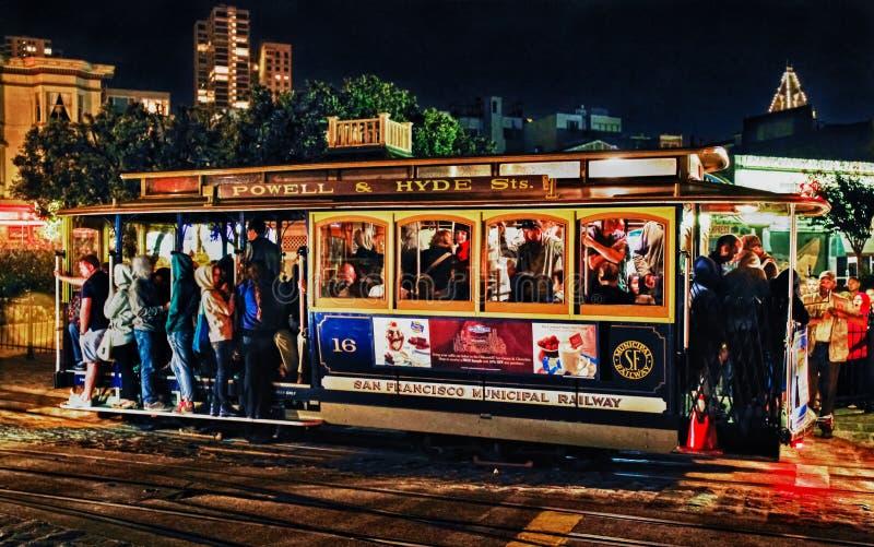 San Fransisco wagon kolei linowej przy nocą obraz stock