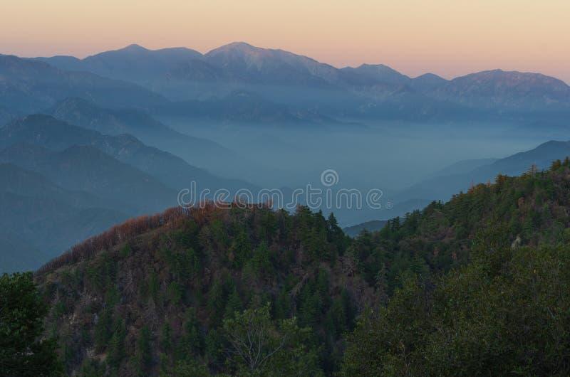 San Gabriel Mountains em Califórnia do sul fotografia de stock