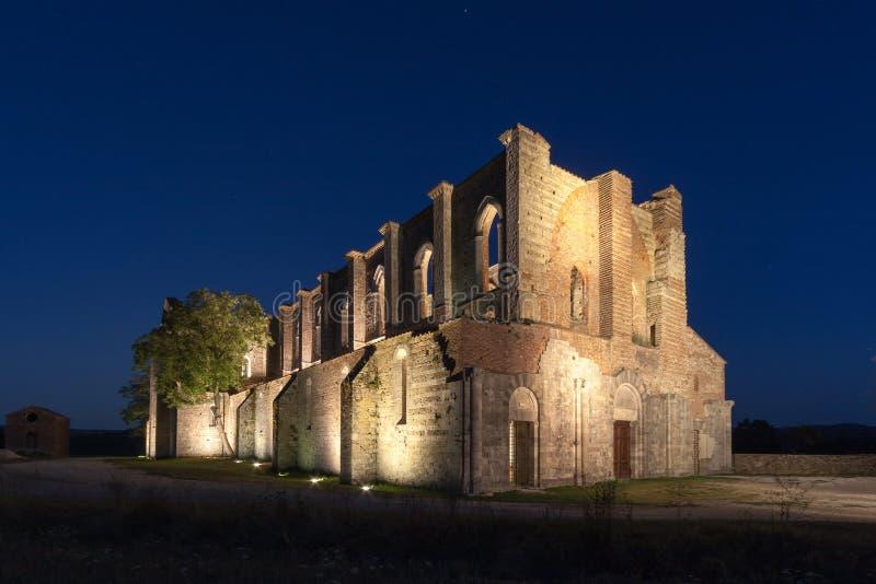 San Galgano roofless Cysterski opactwo w Tuscany przy zmierzchem obraz royalty free