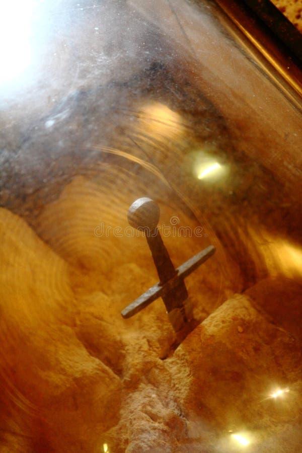 San Galgano, Siena Italy kyrka utan ett tak och ett svärd inom vagga royaltyfri foto