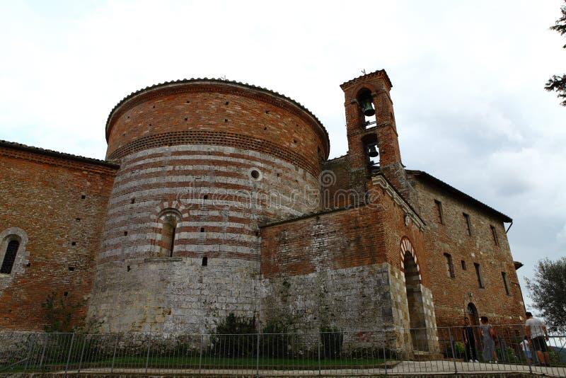 San Galgano, Siena Italy kyrka utan ett tak och ett svärd inom vagga arkivbilder