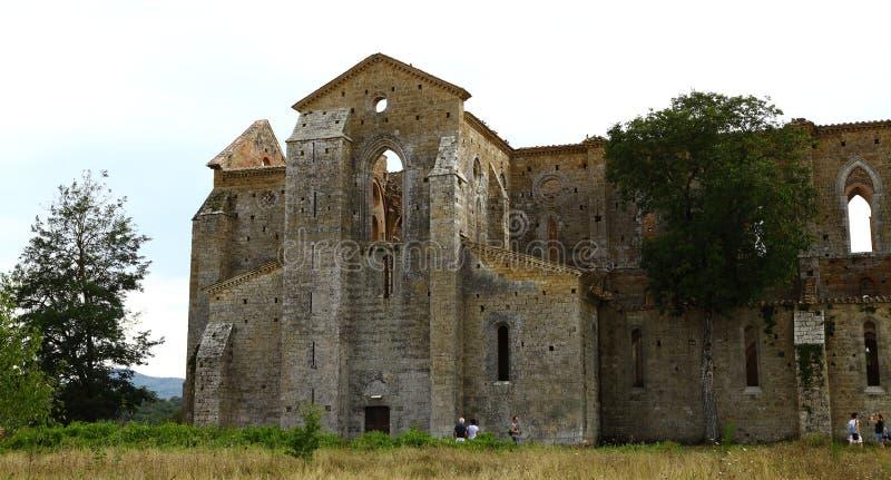 San Galgano, Siena Italy kyrka utan ett tak och ett svärd inom vagga arkivfoto