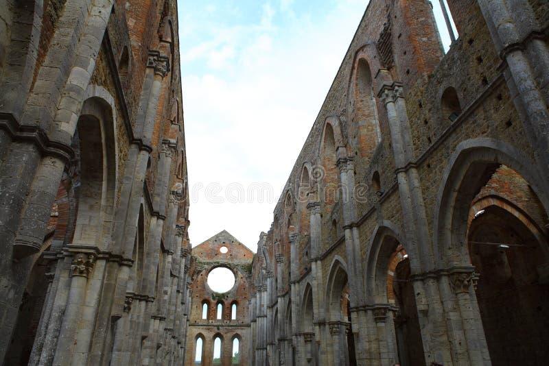 San Galgano, Siena Italy kyrka utan ett tak och ett svärd inom vagga royaltyfria bilder
