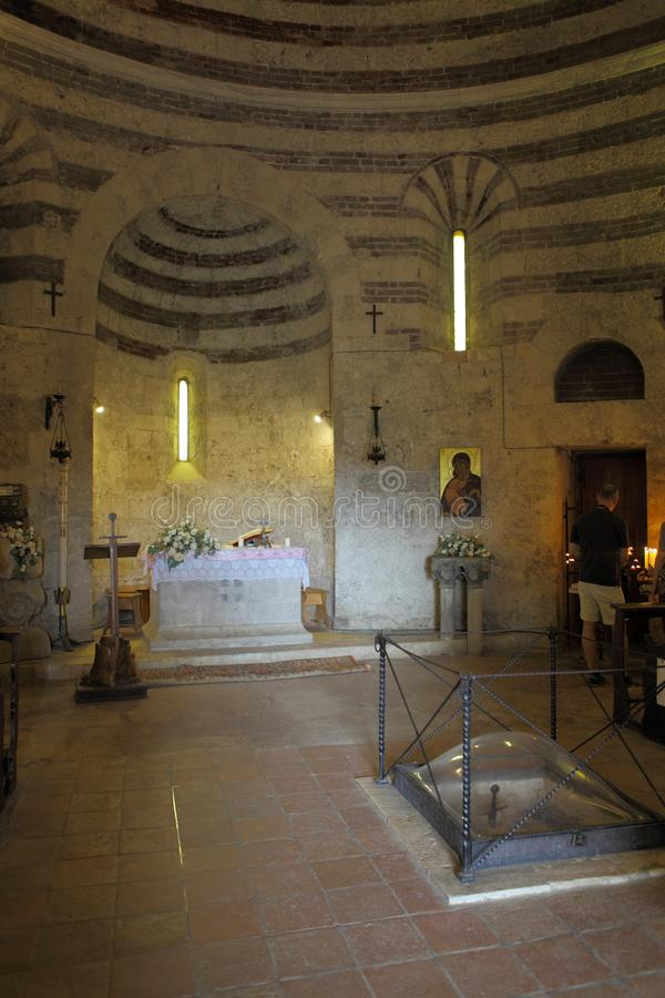 San Galgano, Siena Włochy kościół bez kordzika wśrodku skały i dachu zdjęcie stock