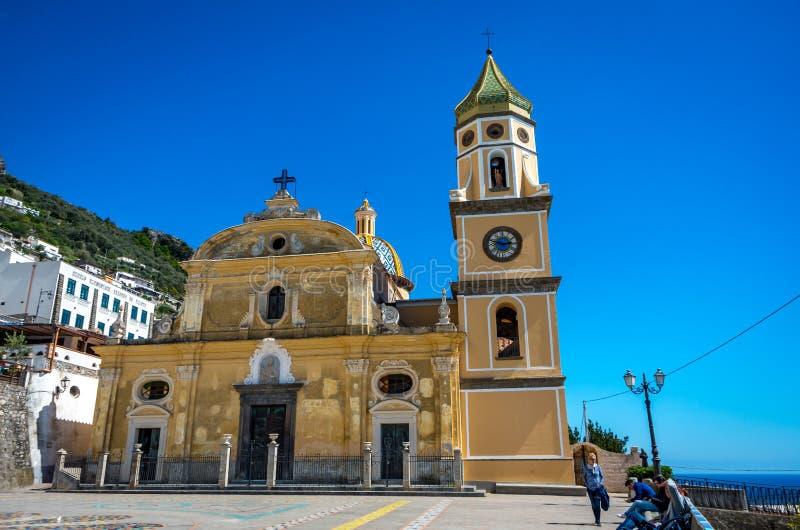 San Gennaro kościół z wierza i zaokrąglający dach w Vettica Maggiore Praiano, Włochy zdjęcia royalty free