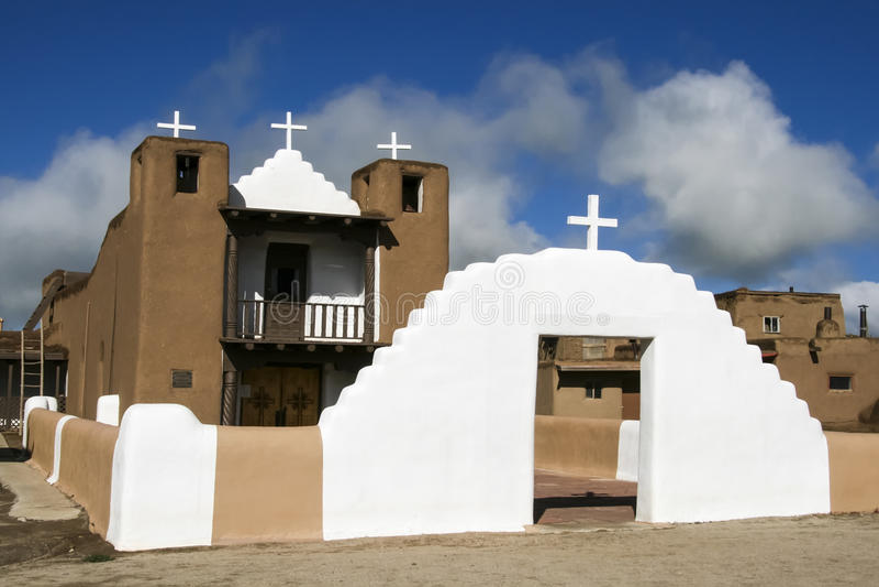 San Geronimo Chapel en el pueblo de Taos, los E fotografía de archivo libre de regalías