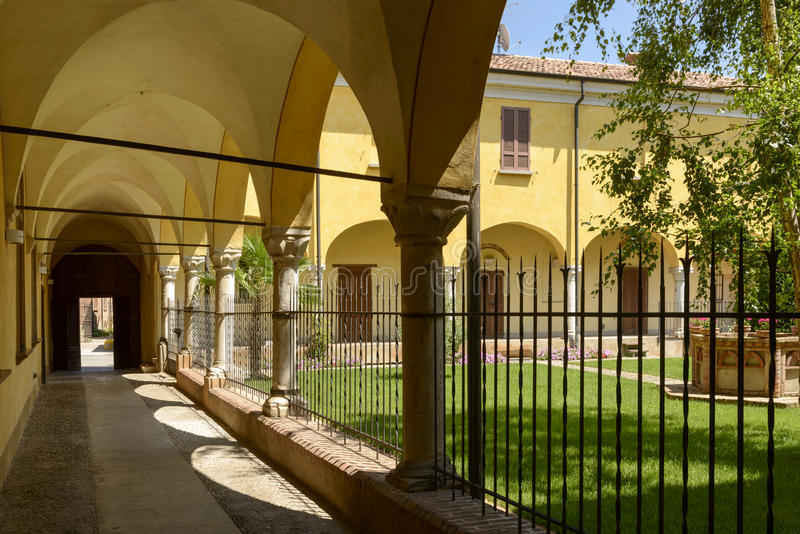 San Giacomo kloster och trädgård, Soncino royaltyfri bild