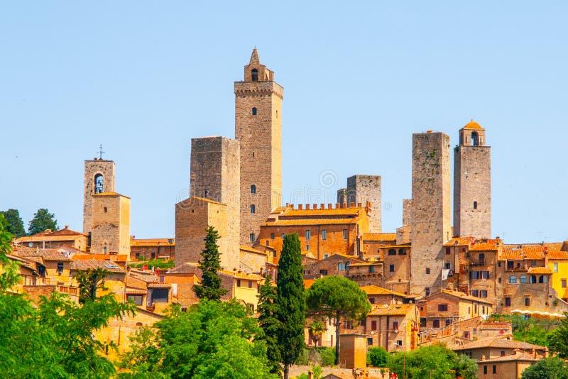 San Gimignano - średniowieczny miasteczko z wiele kamień góruje, Tuscany, Włochy Panoramiczny widok pejzaż miejski obrazy royalty free