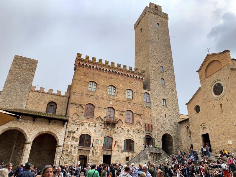 San Gimignano, итальянская средневековая деревня с характерными каменными башнями стоковые изображения
