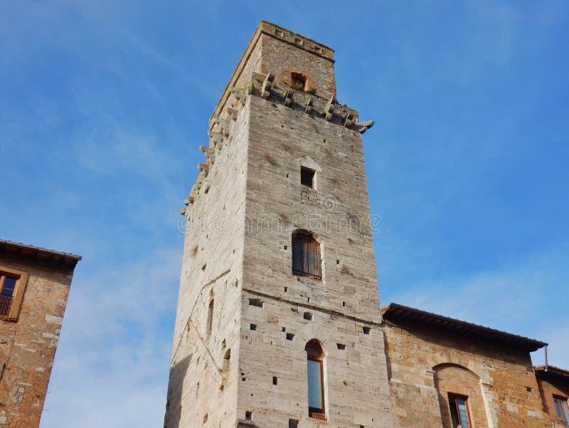 San Gimignano - detalle de la torre del diablo foto de archivo