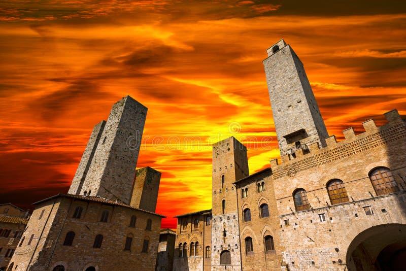 San Gimignano en la puesta del sol - Italia fotos de archivo libres de regalías