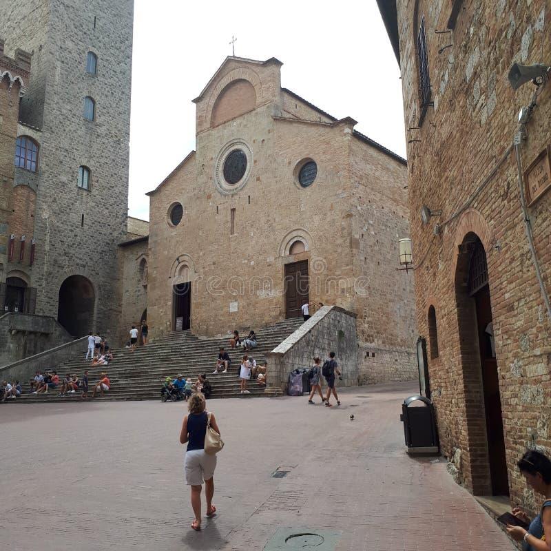 San Gimignano, hout, metaal, klippenwoning, vogelhuis stock foto