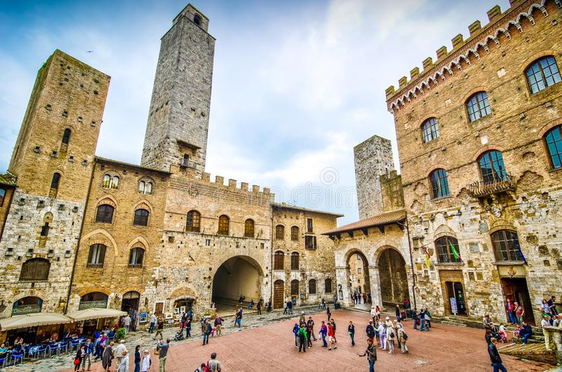 San Gimignano, Italie - 5 mai 2013 Bâtiment historique au centre de la ville italienne antique image libre de droits