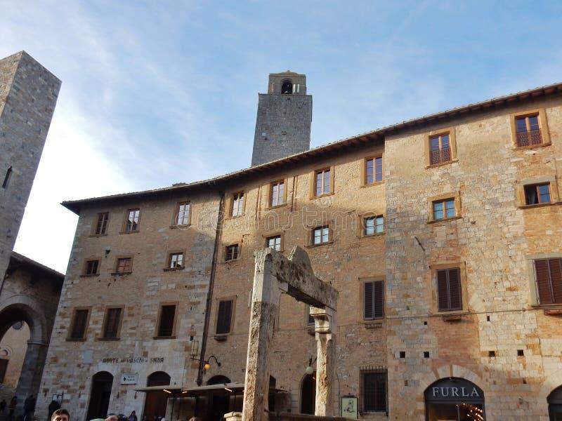 San Gimignano - piazza della Cisterna fotografia stock