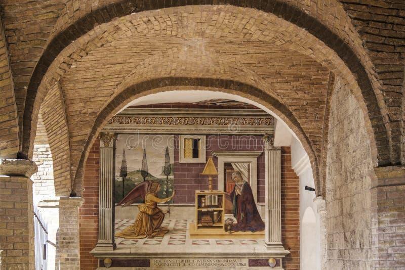 San Gimignano, Siena, Toscana, Italia, Europa, la logia del baptisterio fotografía de archivo libre de regalías