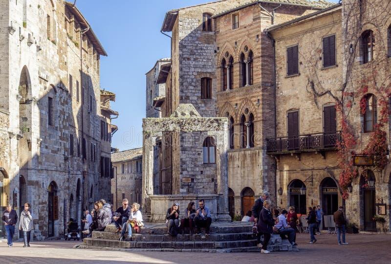 San-gimignano, siena, Toscanië, Italië, Europa, het vierkant van het reservoir royalty-vrije stock afbeelding