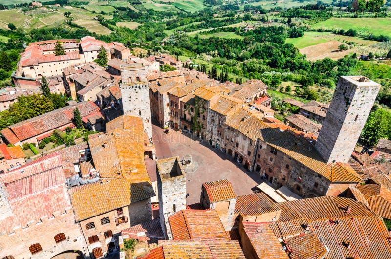 San Gimignano, Toscana - cisterna del della de la plaza fotografía de archivo