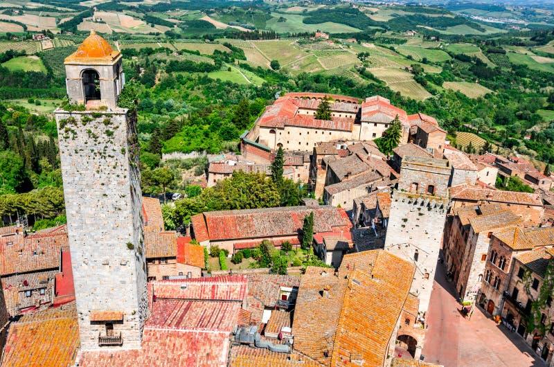 San Gimignano, Toscana - cisterna del della de la plaza imagenes de archivo