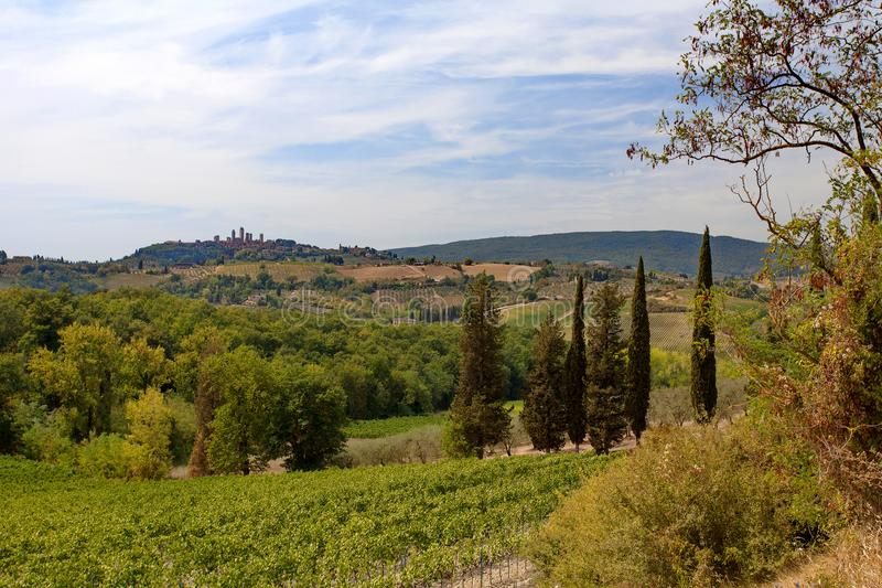 San Gimignano, Toscanië, Italië - heuvels, wijngaarden en meningen van San Gimignano ` middeleeuws Manhattan ` royalty-vrije stock foto's