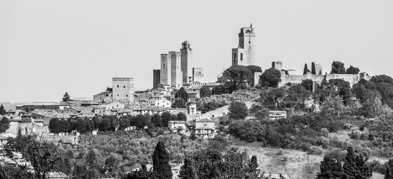 San Gimignano - ville médiévale avec beaucoup de tours en pierre, Toscane, Italie Vue panoramique du paysage urbain images libres de droits