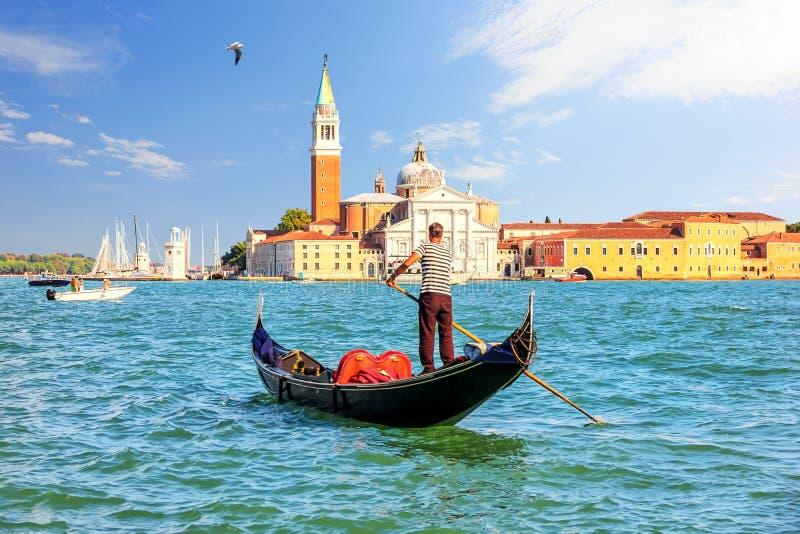 San Giorgio Maggiore wyspa Wenecja i tradycyjny gondolie zdjęcia stock