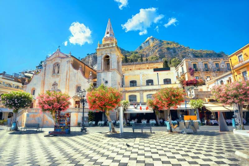 San Giuseppe Church IX al quadrato di Aprile in Taormina La Sicilia, Italia immagini stock
