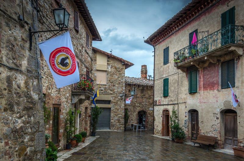 San Gusme, Italia, el 12 de septiembre de 2014: Opinión de la calle en San Gusme cerca de Siena en Toscana imagen de archivo