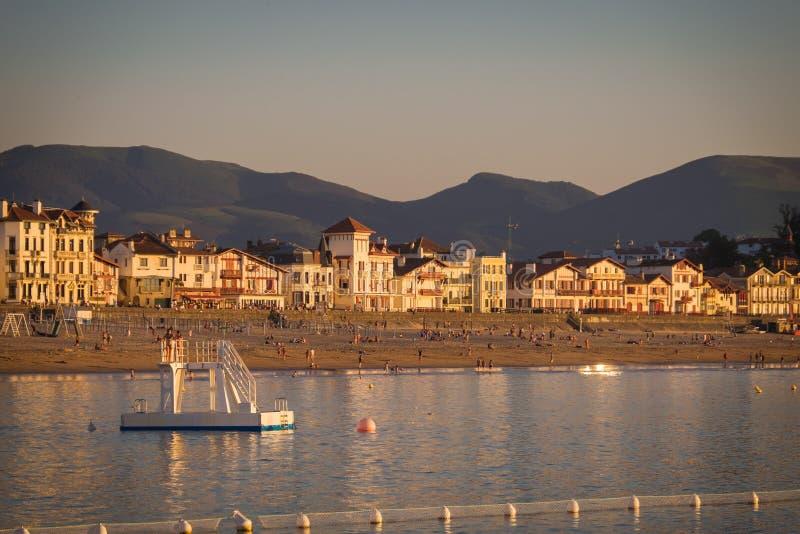 San Jean de Luz durante il tramonto di estate immagini stock