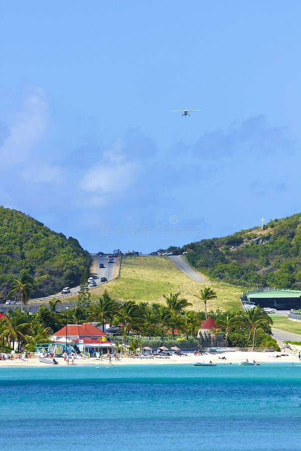 San Jean strand och flygplats i St Barths som är karibisk royaltyfria bilder