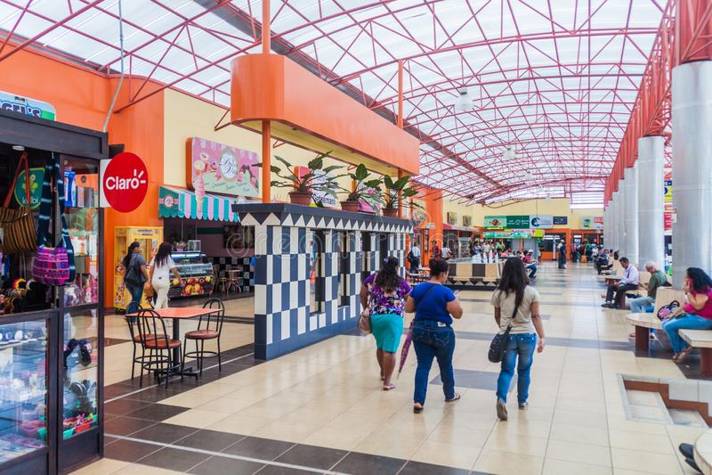 SAN JOSÉ, COSTA RICA - 16 MAI 2016 : Vue des autobus à la gare routière de Gran Terminal del Caribe dans la capitale San Jos photo libre de droits