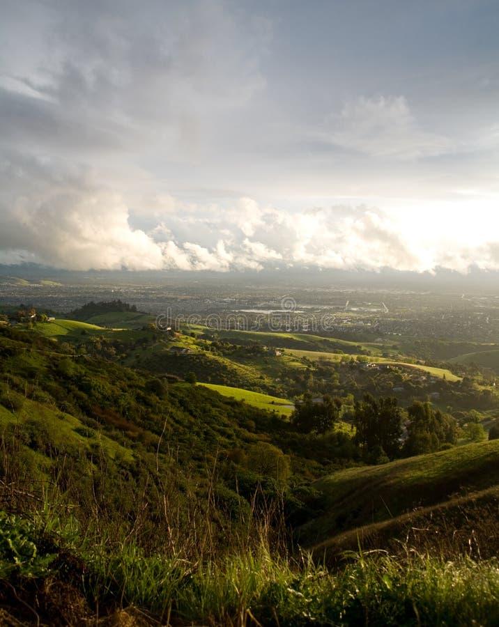 San Jose e montes após a tempestade imagem de stock