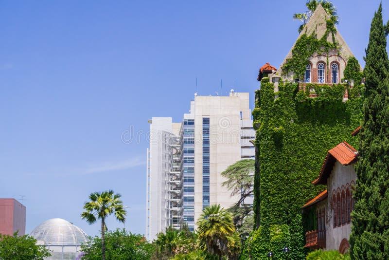 San Jose State University e a câmara municipal; San Jose, Califórnia imagens de stock royalty free
