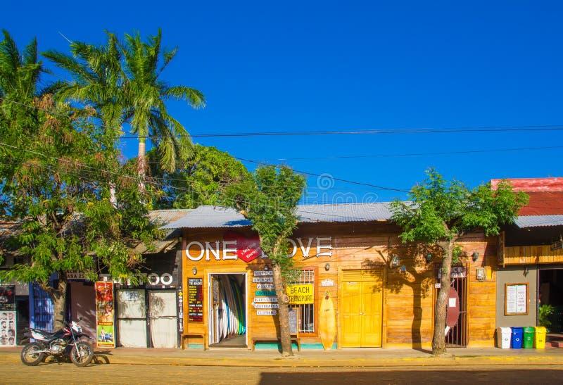 San Juan del Sur, Nicaragua - Mei 11, 2018: Openluchtmening van huizen in Juan del Sur, Nicaragua Het is hoofdtoeristen stock foto