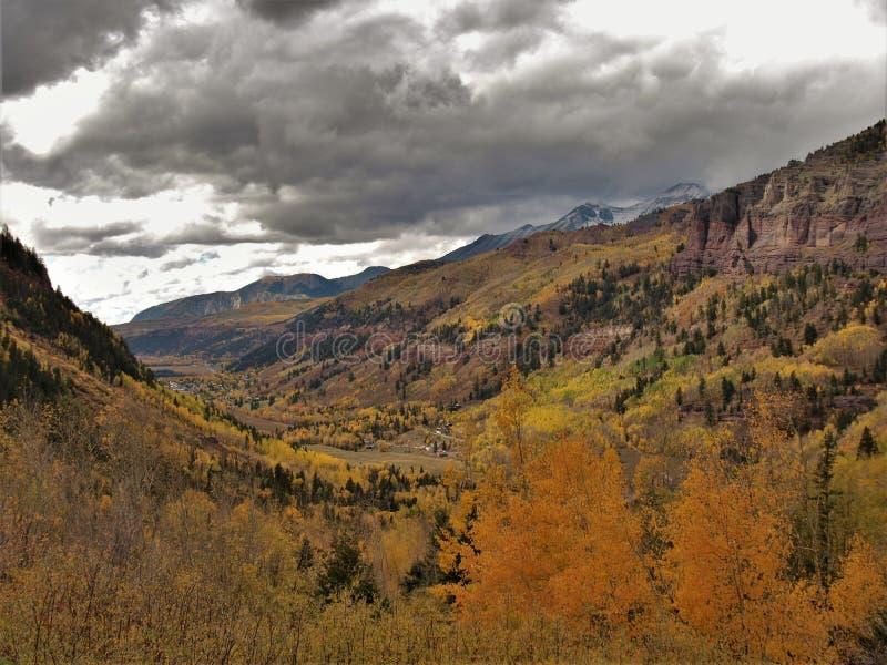 San Juan Mountains sobre el telururo, Colorado imágenes de archivo libres de regalías