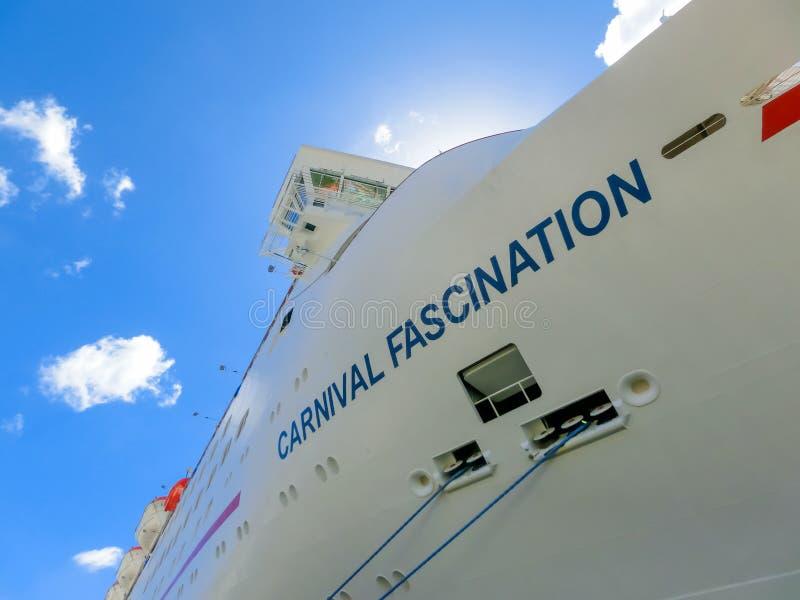 San Juan, Porto Rico - 9 de maio de 2016: O fascínio do navio de cruzeiros do carnaval na doca fotos de stock royalty free