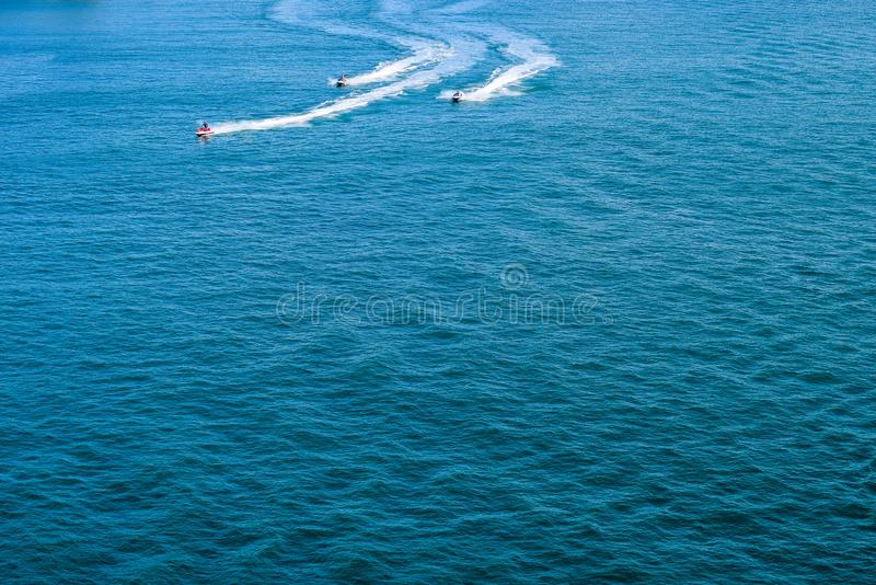 San Juan, Puerto Rico - April 02 2014: Jet Ski-ruiters op de oceaan royalty-vrije stock foto's