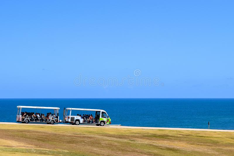 San Juan, Puerto Rico - April 02 2014: Karretje die toeristen vervoeren stock foto's