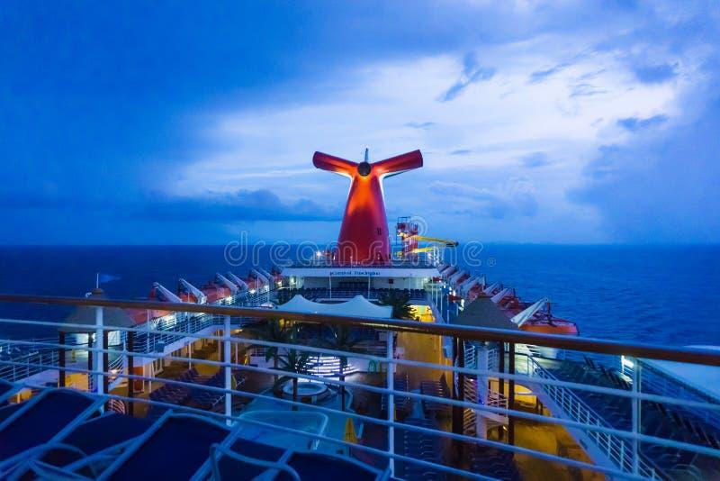 San Juan, Puerto Rico - 9. Mai 2016: Die Karnevals-Kreuzschiff-Faszination in dem karibischen Meer stockfoto