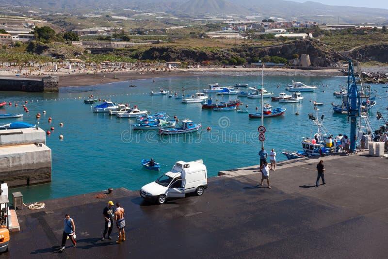 SAN JUAN, TENERIFE/SPAIN - 22 DE FEBRERO DE 2011 Puerto i de San Juan imagen de archivo