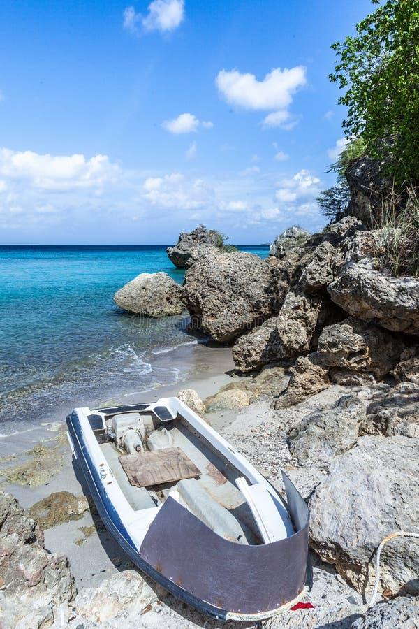 San Juan une plage en pierre à distance photos libres de droits