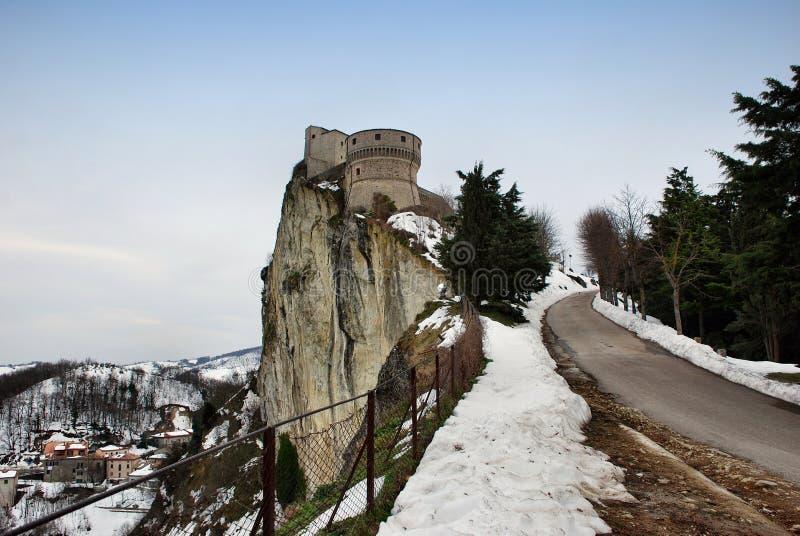 San Leo-fort in Montefeltro, Rimini, Italië De alchemist Cagliostro werd gevangen gezet in dit kasteel royalty-vrije stock afbeelding