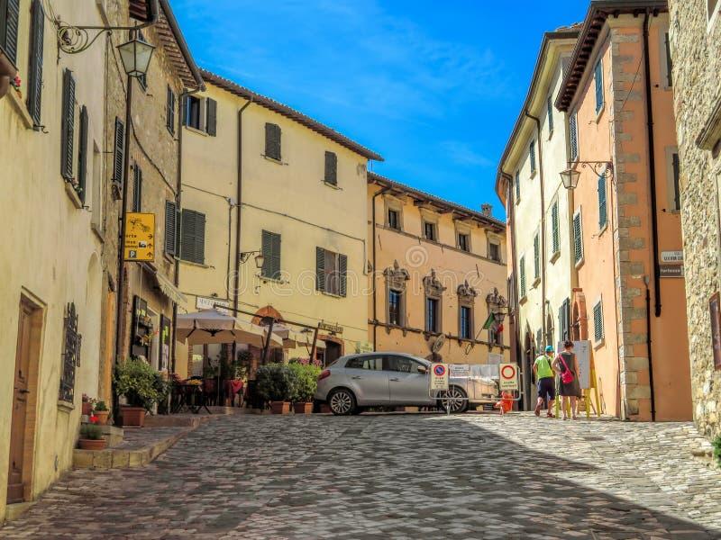 San Leo - ulica średniowieczna wioska zdjęcia royalty free