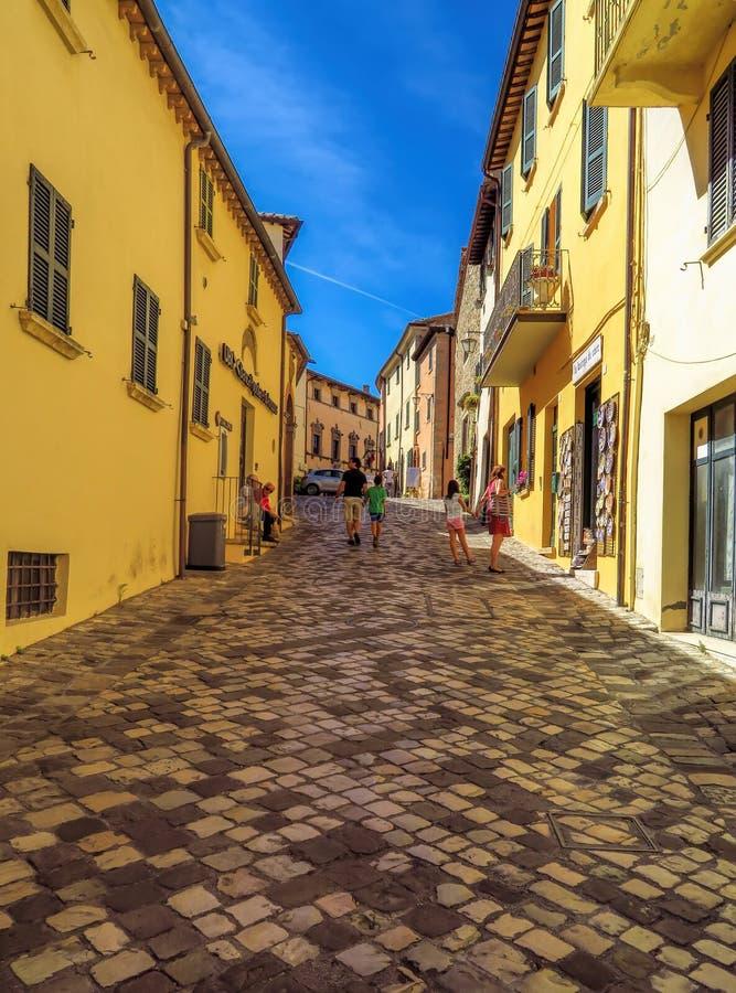 San Leo - ulica średniowieczna wioska obrazy stock